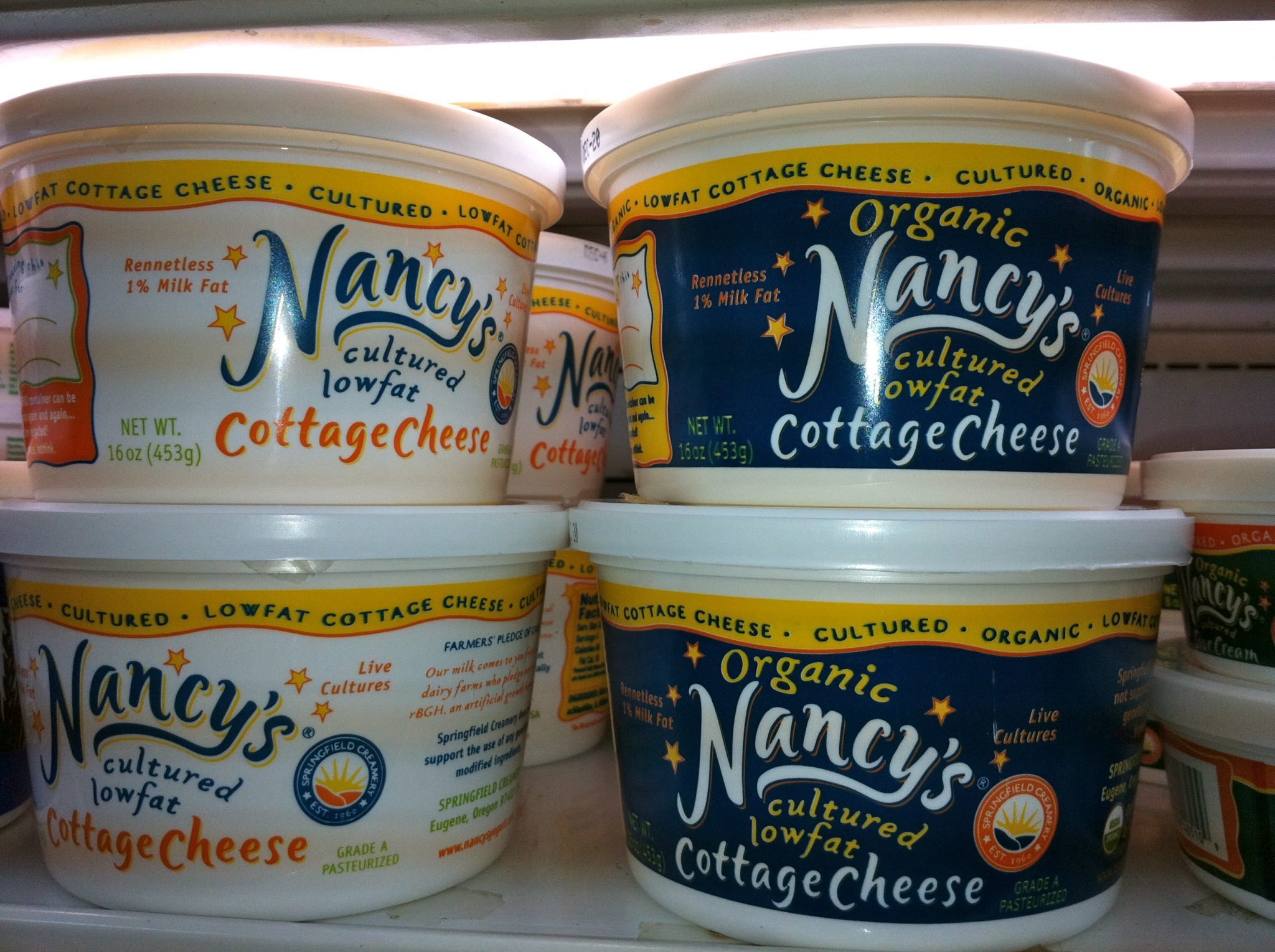 Nancys cultured cottage cheeses have live cultures in them - wonderful product.